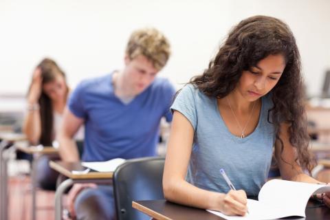 Projekt i Göteborgsregionen ska få fler elever att gå klart gymnasiet – Arbetet lyfts i EU:s nya skolrapport