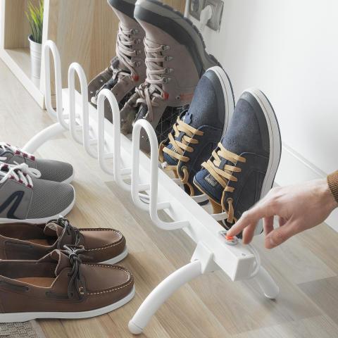 Skotork med plats för fyra par skor!