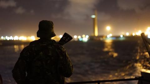 MOMBASA, KENYA – Nattvakt med polisen i Mombasa.