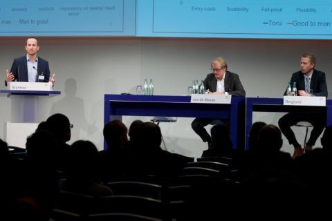 Frederik Brantner (CEO) von Magazino auf dem Deutschen Logistik-Kongress 2015