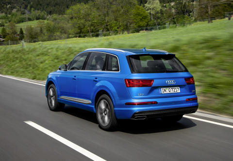 Audi Q7 in crystal effect paint finish Ara Blue