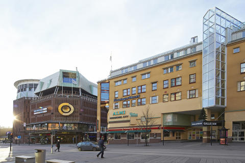 Cushman & Wakefield advises Carlyle in SEK 850 million shopping center sale in Västerås, Sweden
