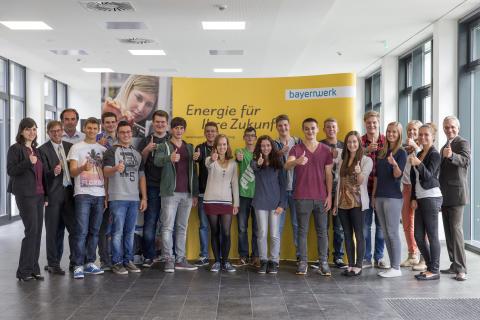 Mit Energie in den neuen Lebensabschnitt Bayernwerk bietet spannendes Arbeitsumfeld für 15 Auszubildende in Regensburg