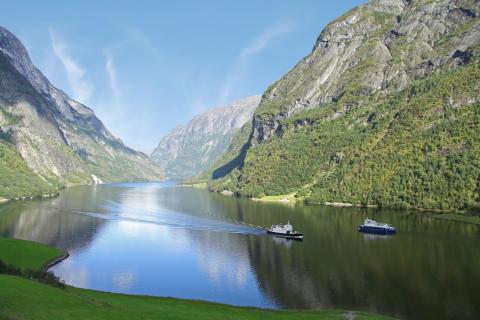 Flåm AS med The Fjords opererer med ekstra kapasitet for busser og biler mellom Flåm og Gudvangen