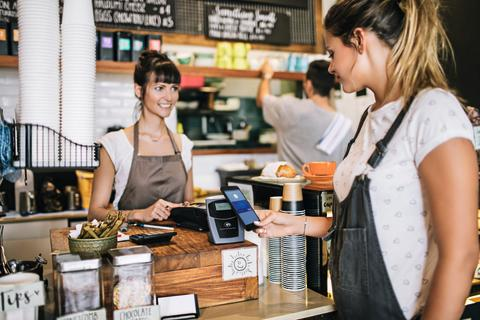 DIGITALES BEZAHLEN  Bereits 78% der Schweizer nutzen ihr Smartphone, um Geld zu verwalten und online oder im Laden zu zahlen