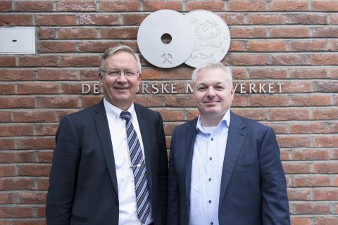 Myntdirektør Kjell Wessel_styreleder Ole Bjørn Fausa_Det Norske Myntverket_foto Samlerhuset
