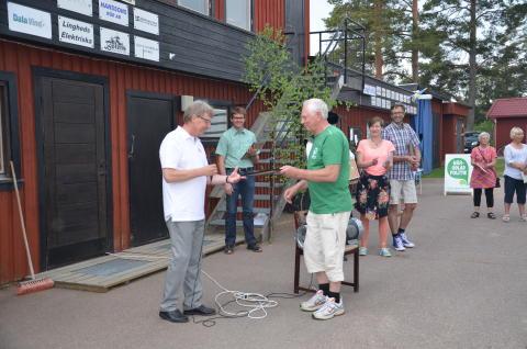 Göran Vestlund tar emot vindpeng