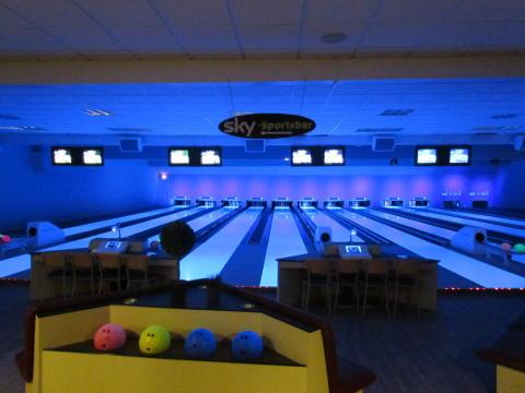 Neueröffnung der Bowlingbahn