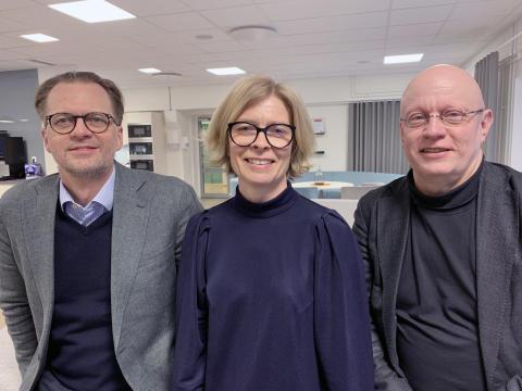 Jonas Albertsson, chef för Epirocs division för teknisk utveckling, Rocktec, Birgitta Bergvall-Kåreborn, rektor vid Luleå tekniska universitet och Pär Weihed, prorektor vid Luleå tekniska universitet