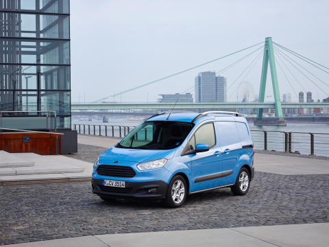 Uusi Ford Transit Courier