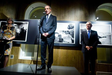 OPCWs generaldirektør Ahmet Üzümcü under åpningen av Fredsprisutstillingen.
