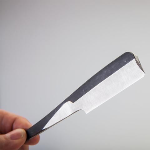 Iwasaki Tamahagane Kamisori, rakkniv smidd som ett traditionellt samurajsvärd