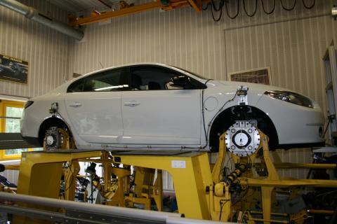 Renault Fluence ZE testes mange hundrede timer når det blandt andet gælder affjedring og stivhed