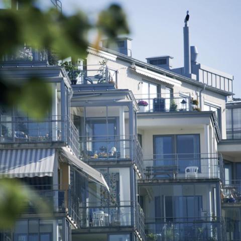 Kommentar till mäklarstatistik: Fortsatt avvaktande bostadsmarknad i oktober