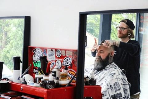 Neil Tomlinson (UK) domare i Swedish Barber Expo Barber Battle 2017