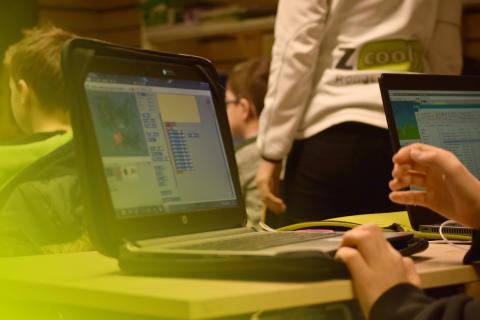 Barn lär sig programmera spel med Zcooly Hack på sportlovet!