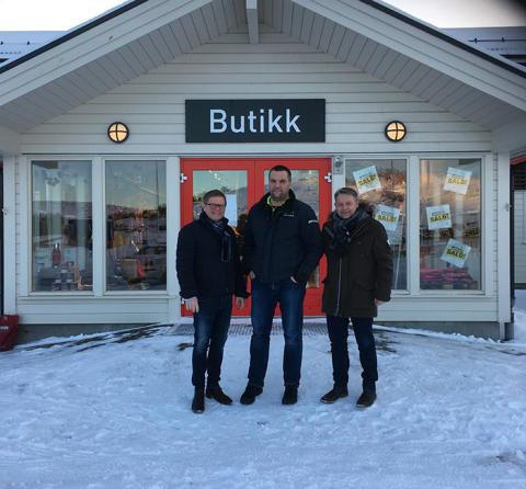 Trond Bjarne Oseth, KAM Optimera Handel, Ole Kristian Johannesen, eier av byggevarehusene og Lars Petter Grandahl, direktør Optimera Handel