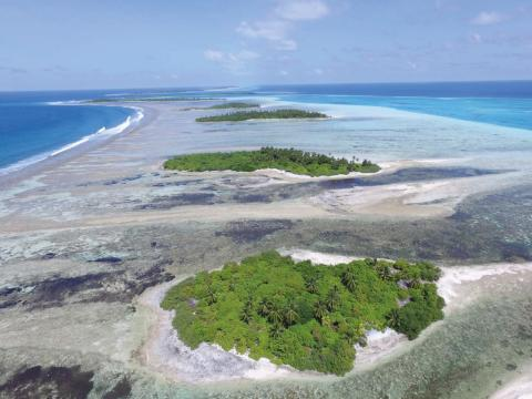 Coral reef rim islands, Huvadhoo Atoll (Photo credit: Prof. Paul Kench)