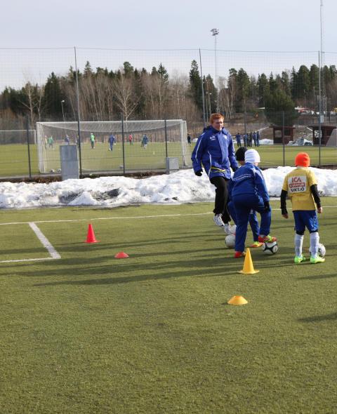Mattias Svärd i IFK Viksjö är årets ungdomsledare i Järfälla