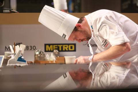 Alexander Sjögren under tävling i Budapest 11 maj 2016, Bocuse d'Or Europe