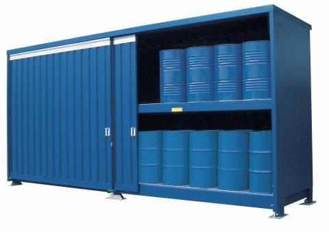 Förvaring av kemikalier i miljöcontainer.