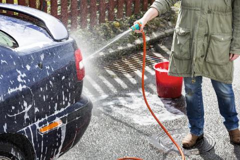 Stora Biltvättarhelgen 26-27 april: Att tvätta bilen rätt minskar vår miljöpåverkan