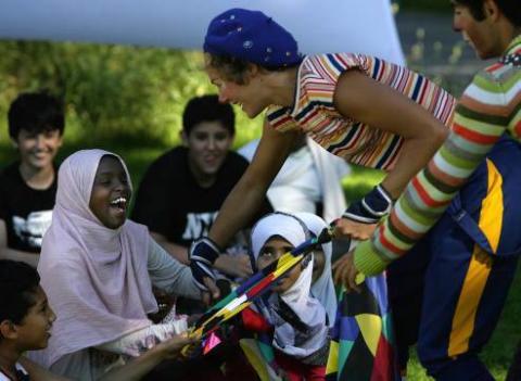 Clowner utan Gränser arbetar med barn på flykt