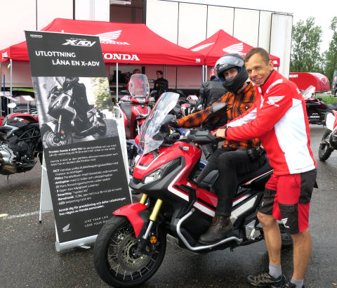 Björn är vinnare av en vecka med Hondas X-ADV
