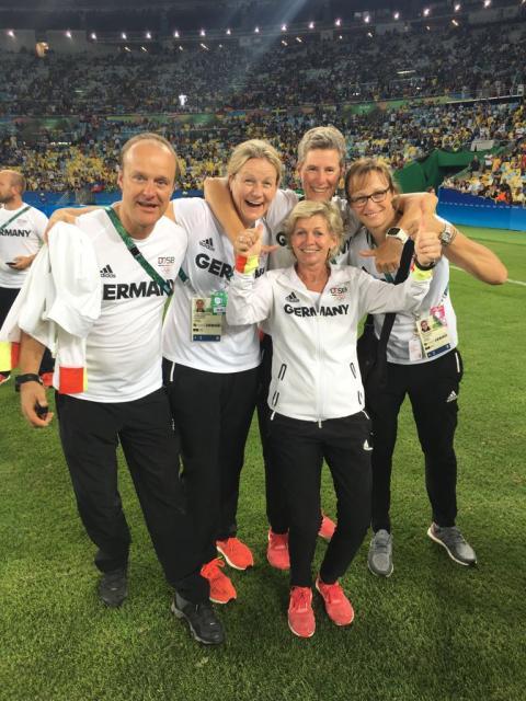 """""""Ich bin immer wieder fasziniert,  wie gut man mit Osteopathie intervenieren kann"""" / Interview mit Birgit Halsband, Osteopathin der deutschen Frauenfußball-Nationalmannschaft"""