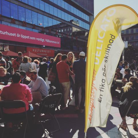 En fika gör skillnad - 450 personer fikade på Sergelstorg