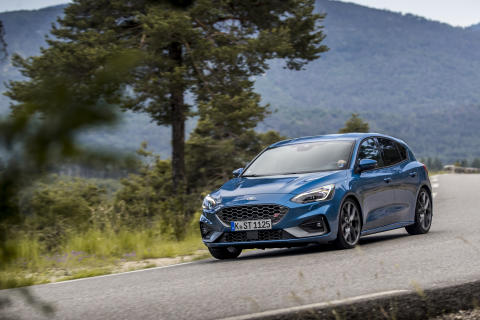 FORD_2019_FOCUS_ST_Performance_Blue_25