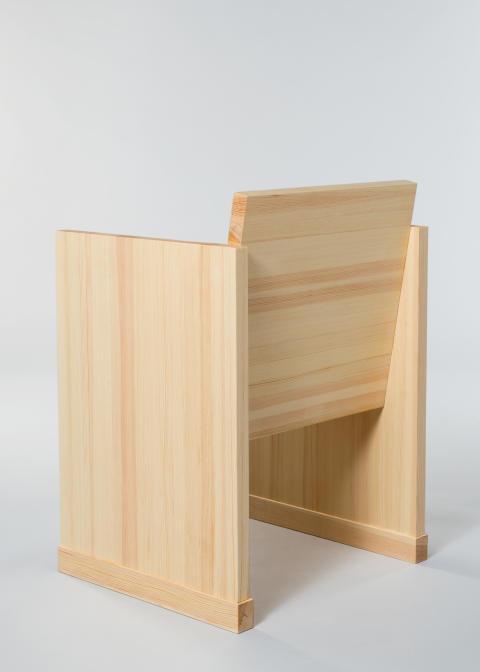 """""""Meden"""", stol formgiven exklusivt för Nordiska museet av Halleroed  och producerad av Tre sekel möbelsnickeri. Foto: Karolina Kristensson, Nordiska museet"""