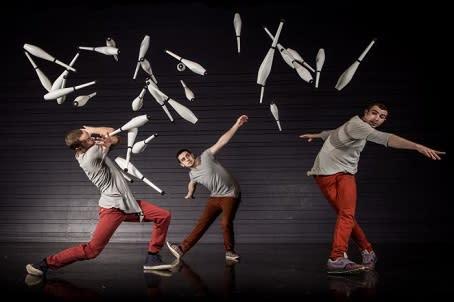 Jonglörerna Patrik Elmnert, Wes Peden och Tony Pezzo. Foto Einar Kling-Odencrants