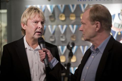 Matti Nykänen ja Urheilumuseosäätiön johtaja Pekka Honkanen