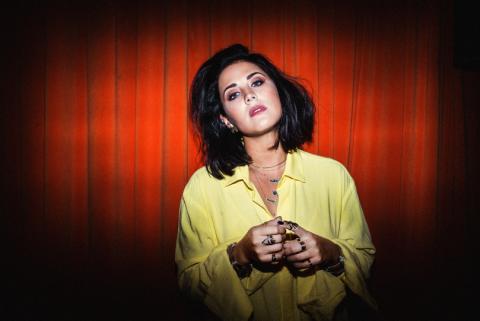 Molly Sandén är tillbaka med ny musik på svenska!