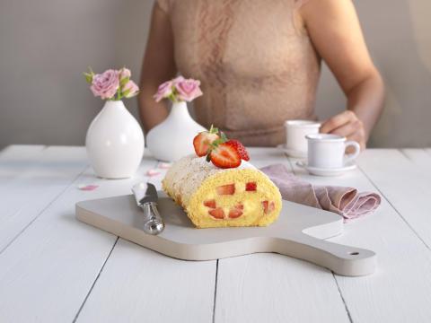 Rullekake med vaniljekrem og jordbær