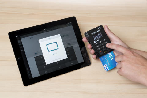 Bezahlvorgang mit Visa Karte an mPOS-Terminal von payleven - iPad