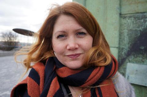 Hon blir Sveriges första kvinnliga gesäll i kakelugnsmakaryrket