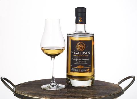 Håvaldsen Triple Cask Aquavit med glass