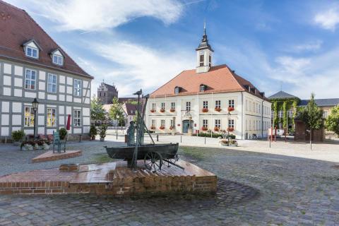 Radeln zu Kronprinzen, Fontane und Badeseen