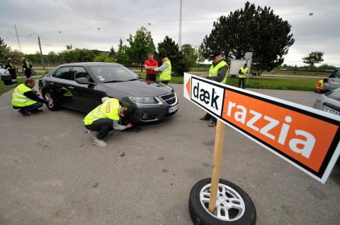 Dækrazzia rapport – næsten 500.000 person- og varebiler på slidte dæk