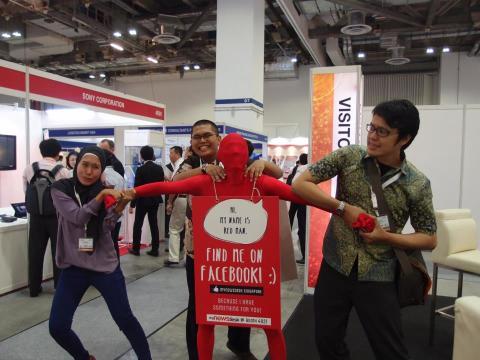 Mynewsdesk's Red Man at The Internet Show Asia 2013!