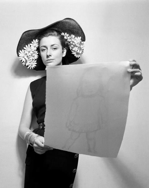 Hattmode för tidningen Idun, 1952. Foto Kerstin Bernhard, Nordiska museet.