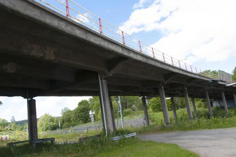 Järnvägsviadukten rivs och ersätts av en ny