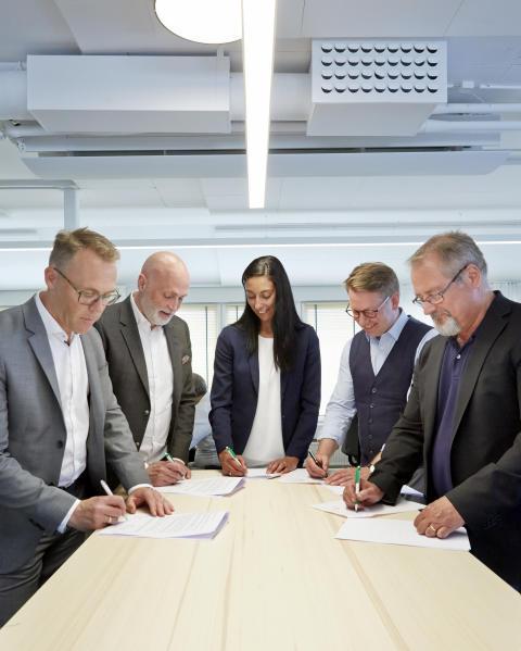 Kontraktsskrivning med Scandinavian Risk Solutions.