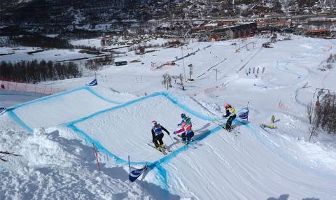 Skicrosslandslaget siktar högt i Watles