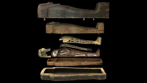 Visualisering av mumien Neswaiu med tillhörande kistor.