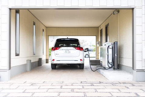Mitsubishi Outlander Plug-in Hybrid beim Laden