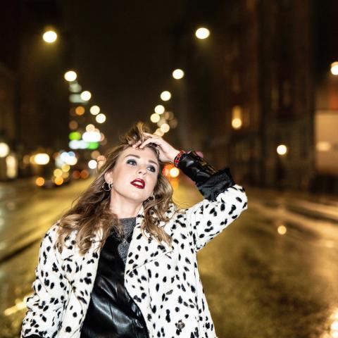 """Johanna Bakke tar bestämda steg med nya singeln """"Gå i takt"""""""