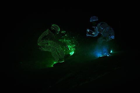 BUCK_LED_Snowboarders12